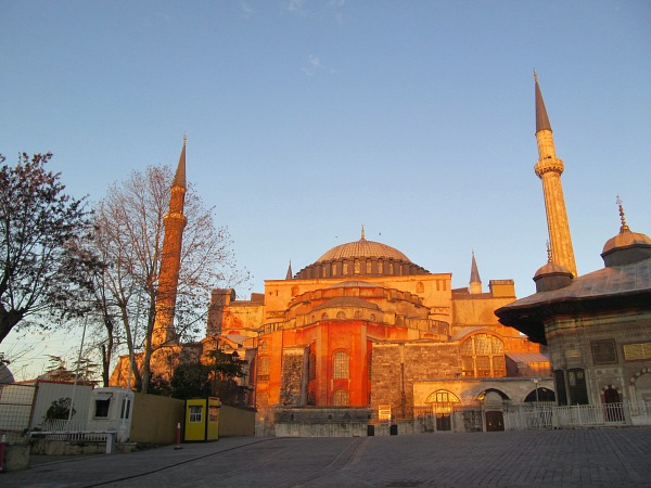 istanbul essay Evidences obtained from archaeological remains indicate that people began to inhabit the proximities of contemporary istanbul for approximately thousands of years ago.