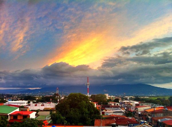Alajuela Backpackers Hostel sunset