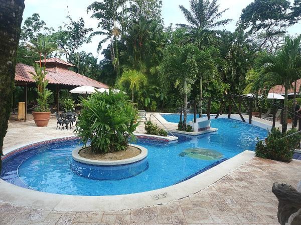 Pool Mawamba Lodge