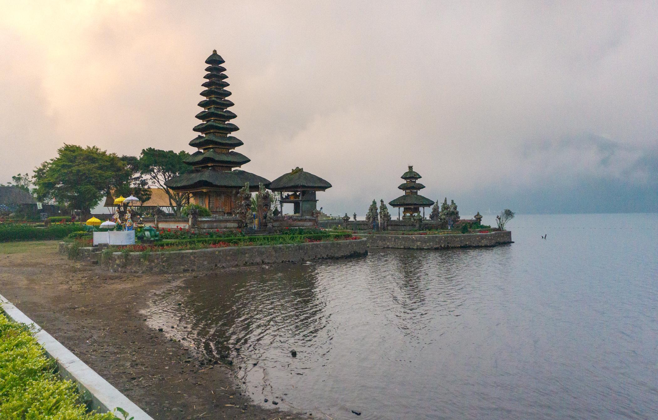 Ulun Dano Lake Temple